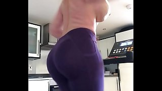 Get behind my 47 inch thick hefty ass make that booty bounce - Hornyperformers.com